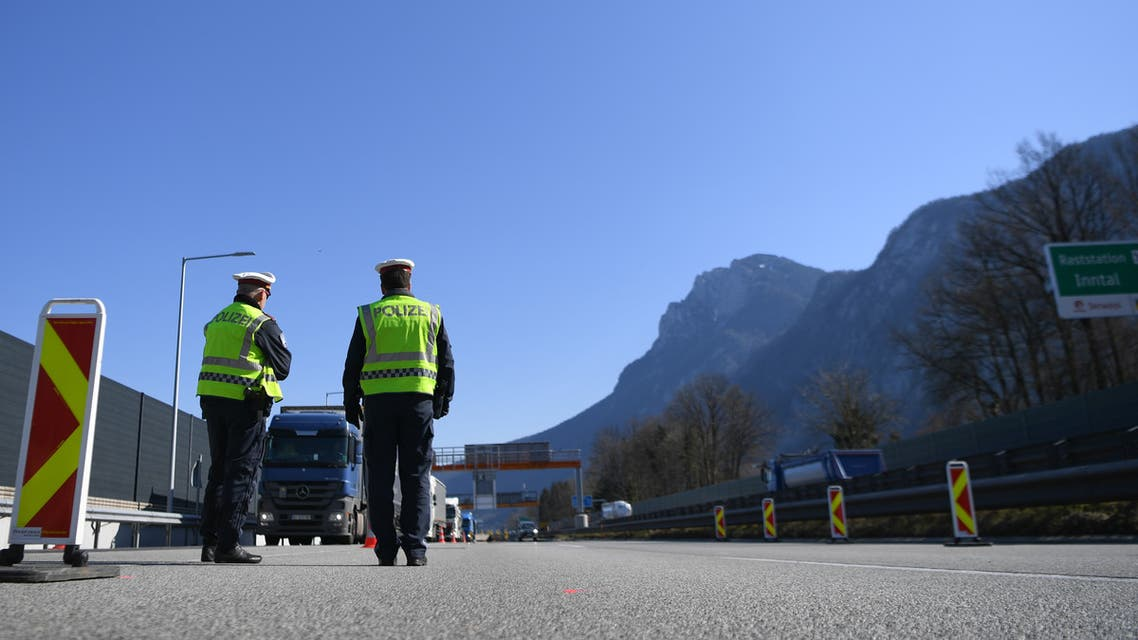 Austrian police officers control cars at the Austrian-German border crossing point after the Austrian government decided to close its borders to foreigners as a preventive measure against the coronavirus disease (COVID-19) near Kufstein, Austria, March 19, 2020. REUTERS/Andreas Gebert