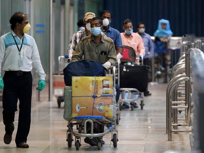 الإمارات تلزم جميع القادمين إليها بإجراء فحص تشخيص كورونا