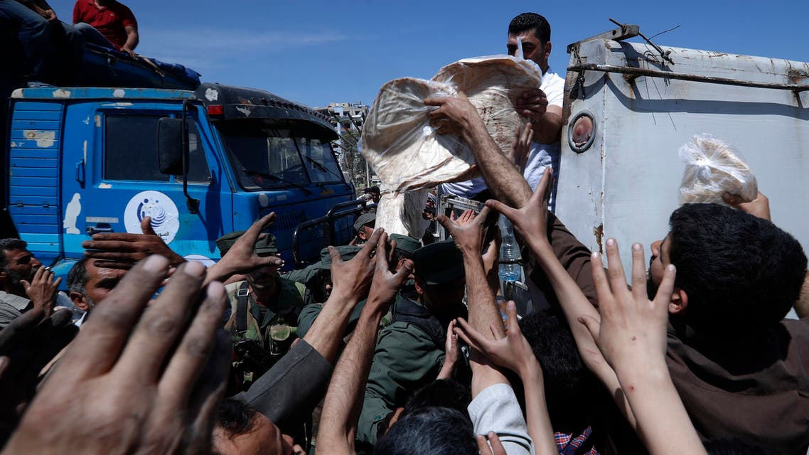 Syrian authorities distribute bread, vegetables and pasta to Douma residents, in the town of Douma, near Damascus, Syria. (File photo: AP)