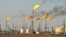 النفط ينزل بعد زيادة مفاجئة في المخزونات الأميركية.. وبرنت دون 56 دولارا