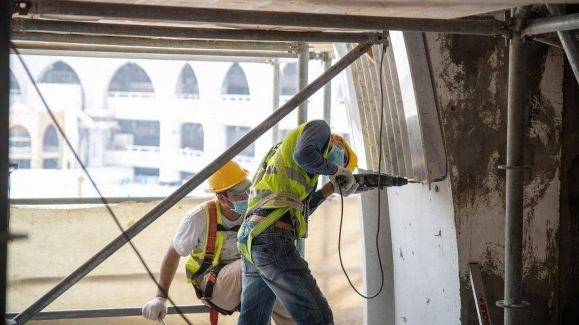 Workmen continue work on the Grand Mosque of Mecca's third expansion. (SPA)