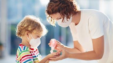 جدل الأطفال وكورونا.. هل يصابون وينقلون العدوى؟
