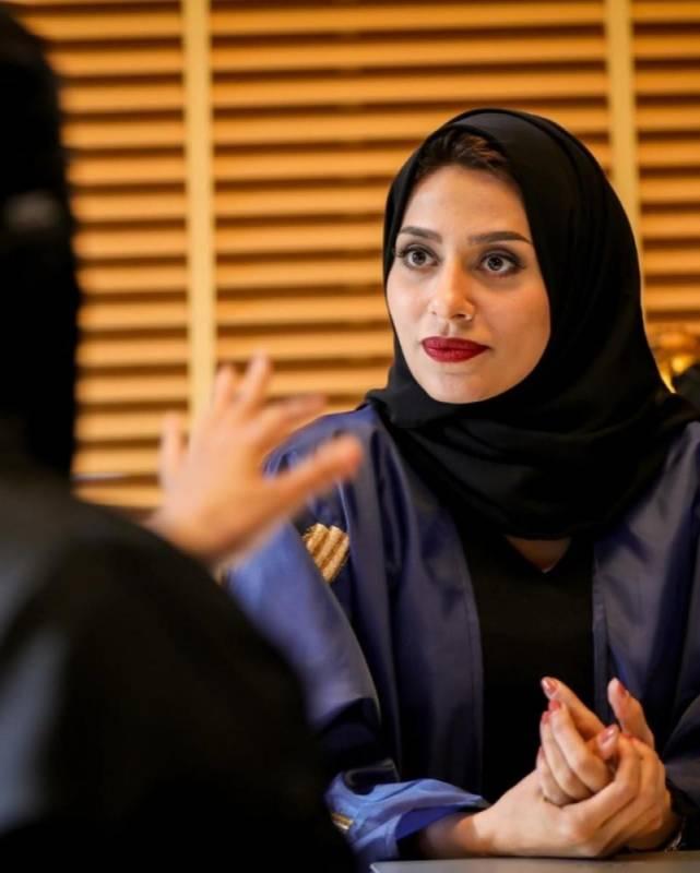 إلهام علي بدور لولوة وهي المديرة الحسناء في مخرج 7