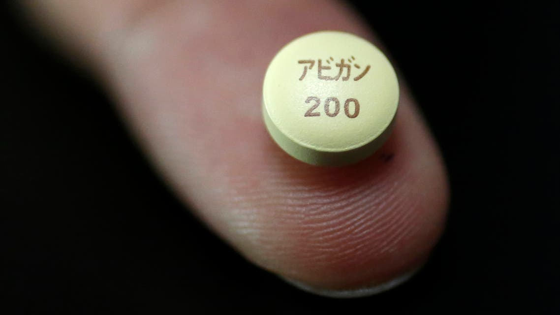 A tablet of Avigan (generic name : Favipiravir), a drug approved as an anti-influenza drug in Japan. (File photo: Reuters)