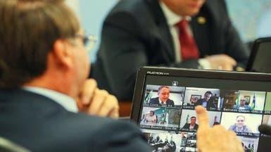رجل أعمال يظهر وهو يستحم باجتماع فيديو مع رئيس البرازيل
