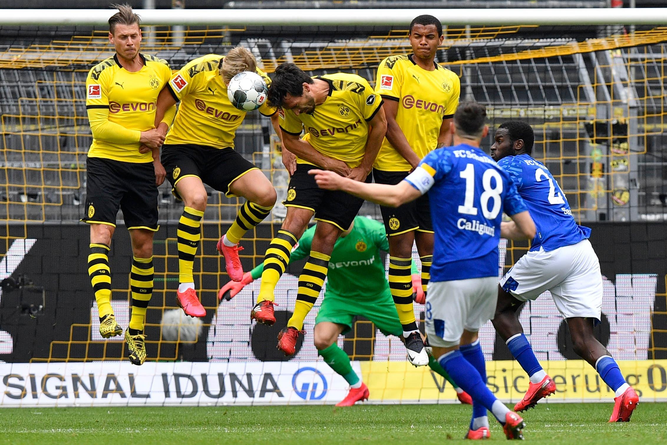 Schalke's Daniel Caligiuri, foreground, has his free kick blocked during the German Bundesliga football match between Borussia Dortmund and Schalke 04 in Dortmund, Germany, on Saturday, May 16, 2020. (AP)