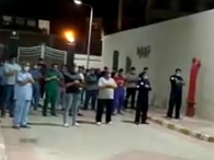كورونا.. فيديو لأطباء يؤدون صلاة الجنازة على زميلتهم
