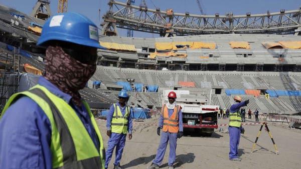 لوموند: ظروف مأساوية تسببت بتفشي كورونا بين عمال قطر الأجانب