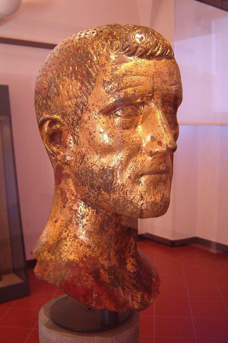 تمثال نصفي للإمبراطور كلاوديوس الثاني