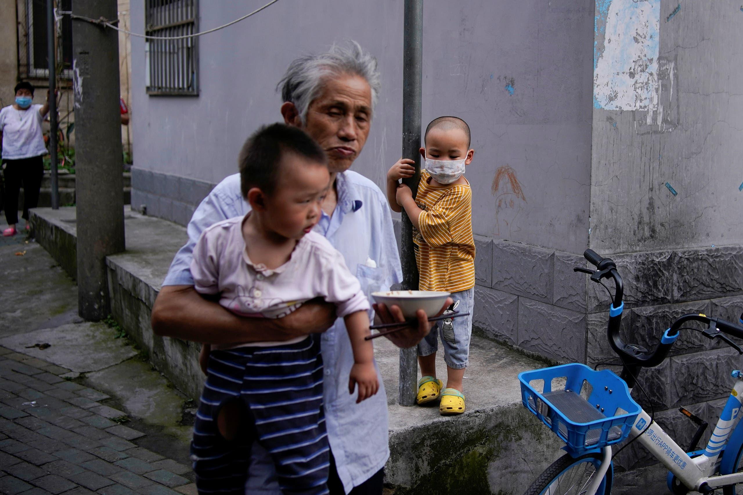 من الصين