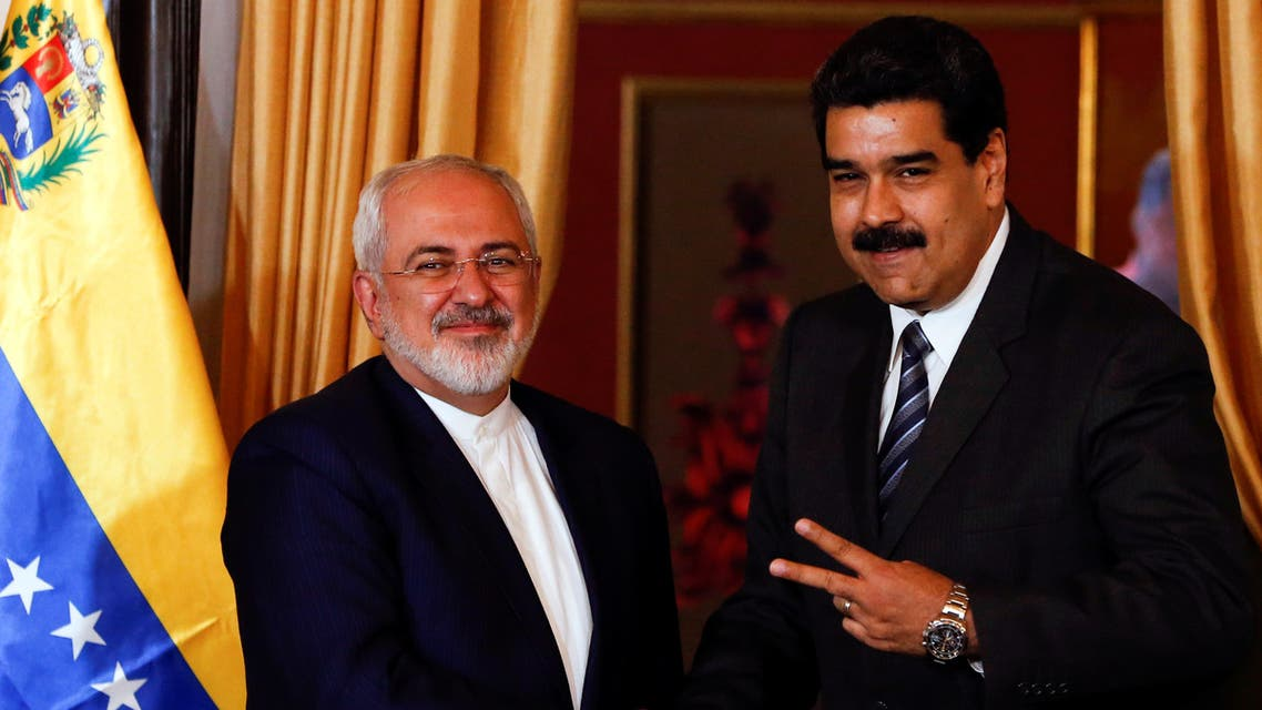 Venezuela's President Nicolas Maduro (R) and Iranian Foreign Minister Mohammad Javad Zarif shake hands in Caracas, Venezuela on August 27, 2016. (File photo: Reuters)