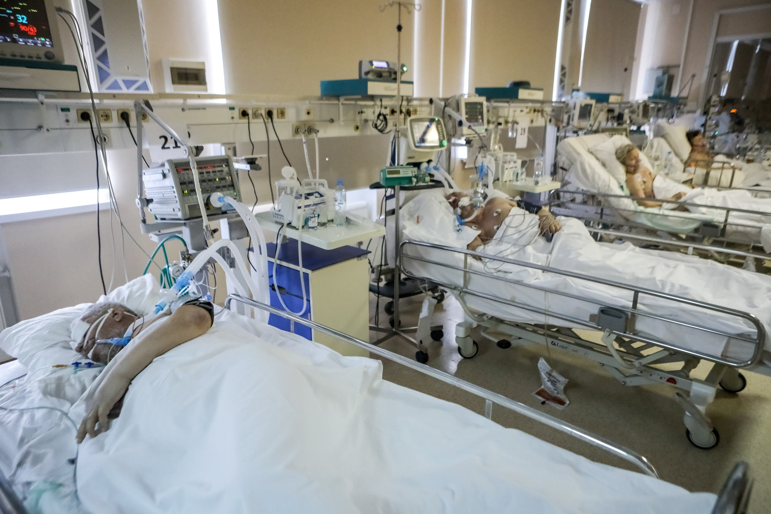 Patients receive treatment in an intensive care unit of the Central Clinical Hospital RZD-Medicine, which delivers medical aid to people infected with the coronavirus disease, Moscow, Russia, May 18, 2020. (Reuters)