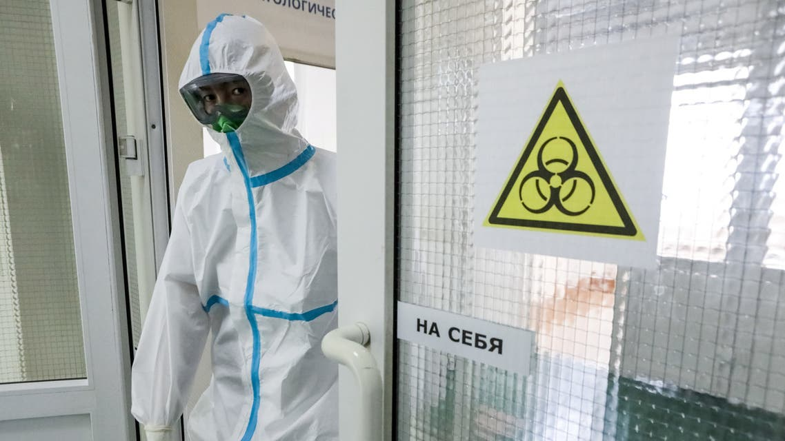 A medical specialist wearing personal protective equipment (PPE) enters a room in the Central Clinical Hospital RZD-Medicine, which delivers treatment to patients infected with the coronavirus disease (COVID-19), in Moscow, Russia May 18, 2020. Sofya Sandurskaya/Moscow News Agency/Handout via REUTERS ATTENTION EDITORS - THIS IMAGE HAS BEEN SUPPLIED BY A THIRD PARTY. MANDATORY CREDIT.