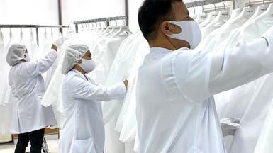 رد الجميل..مصمم فلبيني يصنع ألبسة واقية في دبي