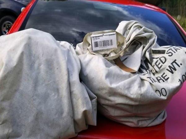 عثروا على مليون دولار على الطريق.. وسلموه للشرطة