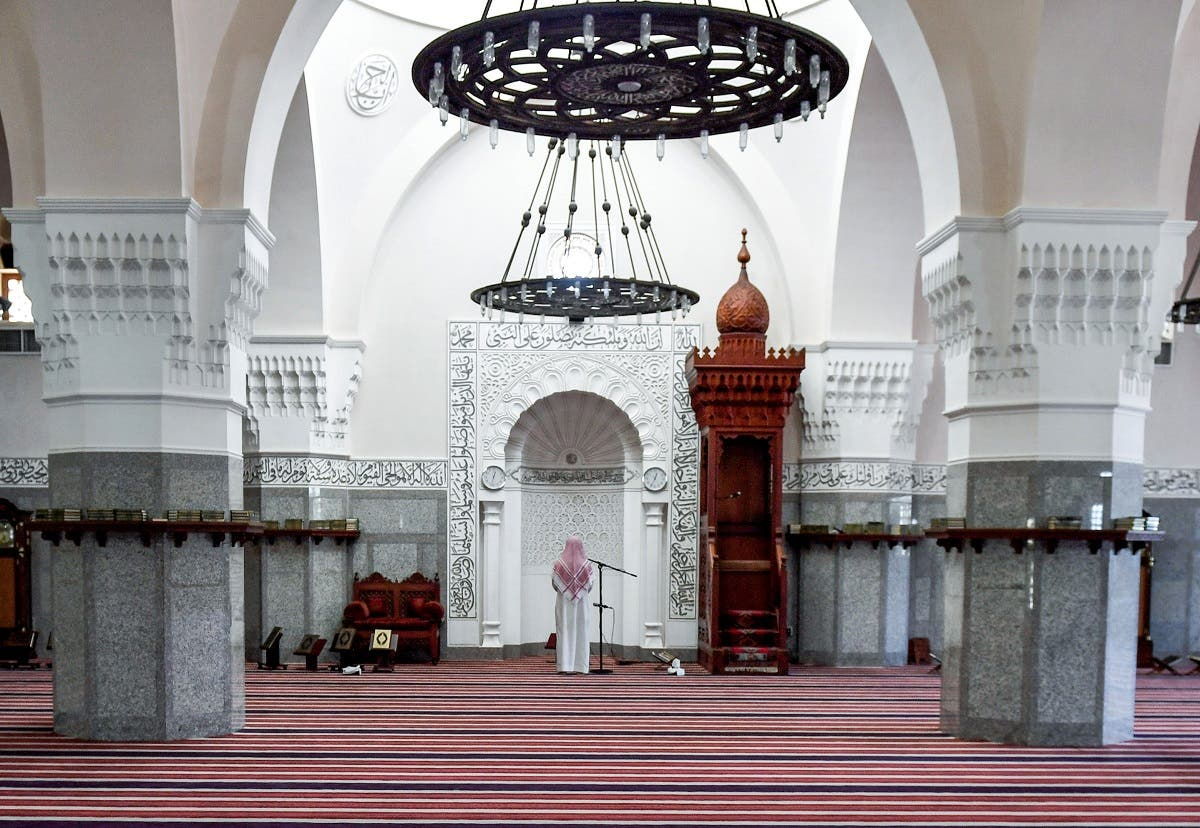mam Mohammed, muezzin of the Jaffali mosque in Saudi Arabia's Red Sea coastal city of Jeddah, announces the prayer call at the mosque which is closed due to a government decree as part of efforts to combat the COVID-19 coronavirus pandemic. (File photo: AFP)