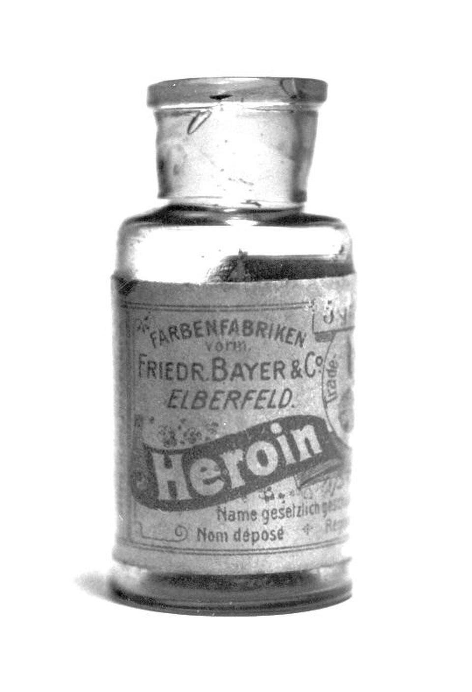 صورة لزجاجة شراب الهيروين لمؤسسة باير الألمانية