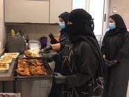 السعودية: عائلة تعد الإفطار للمحتاجين يومياً في رمضان