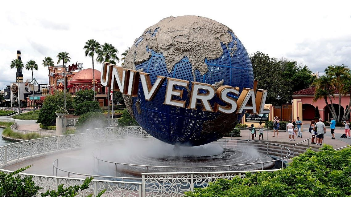 guests cool off under a water mist by the globe at Universal Studios City Walk at Universal Studios Florida in Orlando. (File photo: AP)