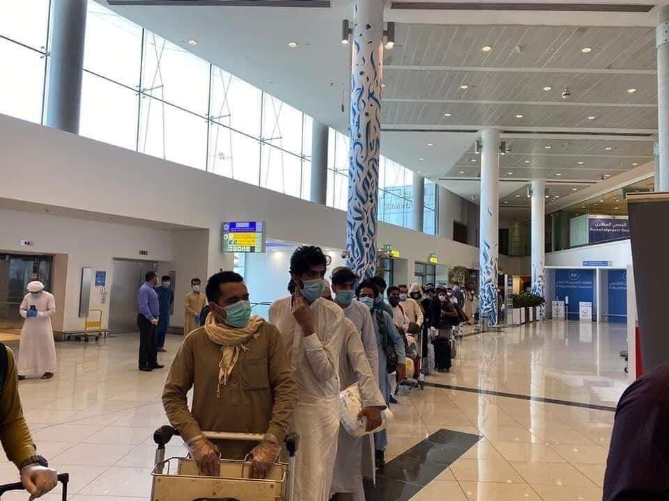 کارگران افغان در فرودگاه دبی