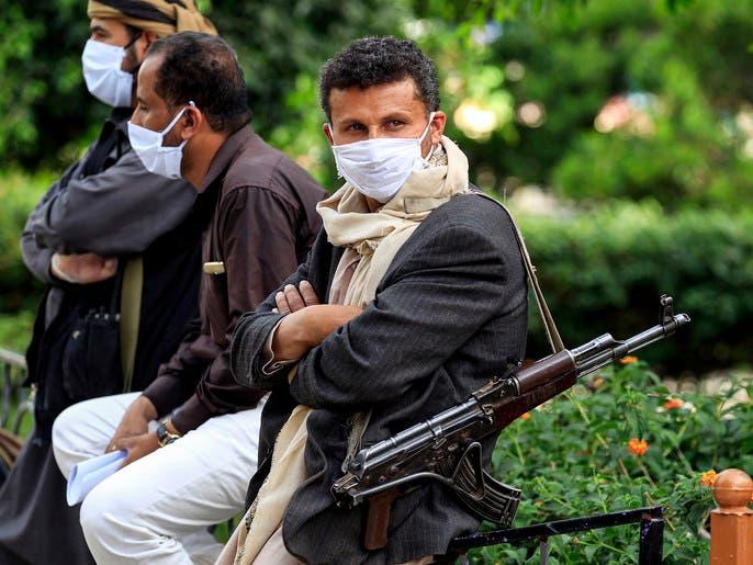 الحوثي يجبر أسر مختطفين على دفع مبالغ مقابل وعود بإطلاقهم