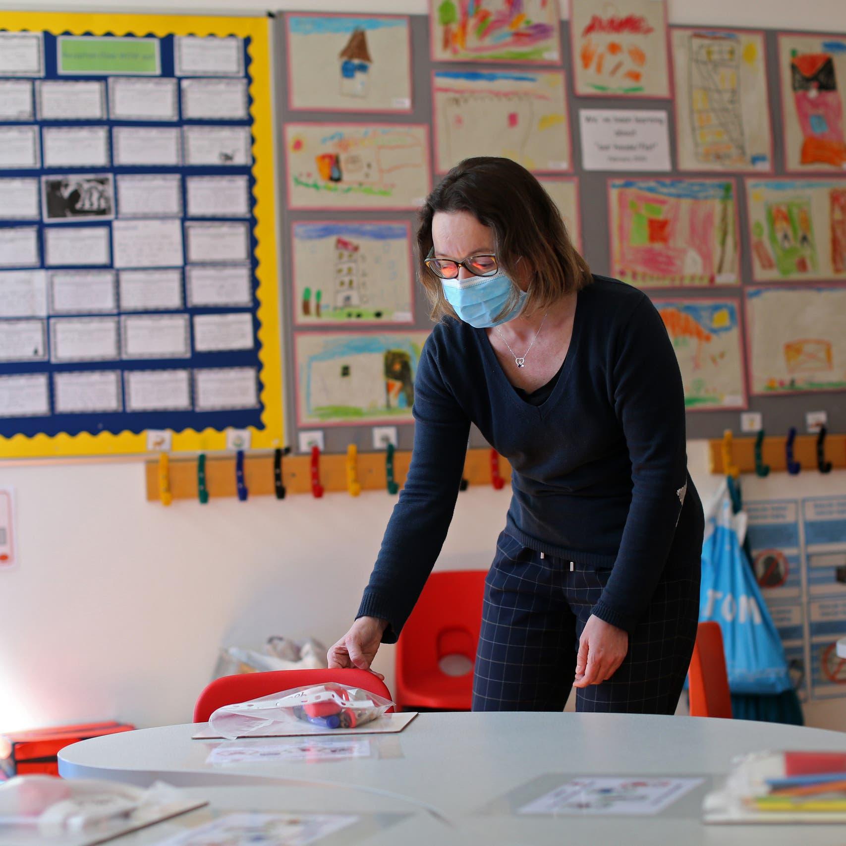 رغم رفض المعلمين..بريطانيا تعيد فتح المدارس