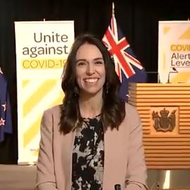 زلزال على الهواء.. شاهد ردة فعل رئيسة وزراء نيوزيلاندا