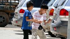 """شاهد.. فرحة أطفال سوريين بـ""""عيدية"""" أنستهم وجع الحرب"""