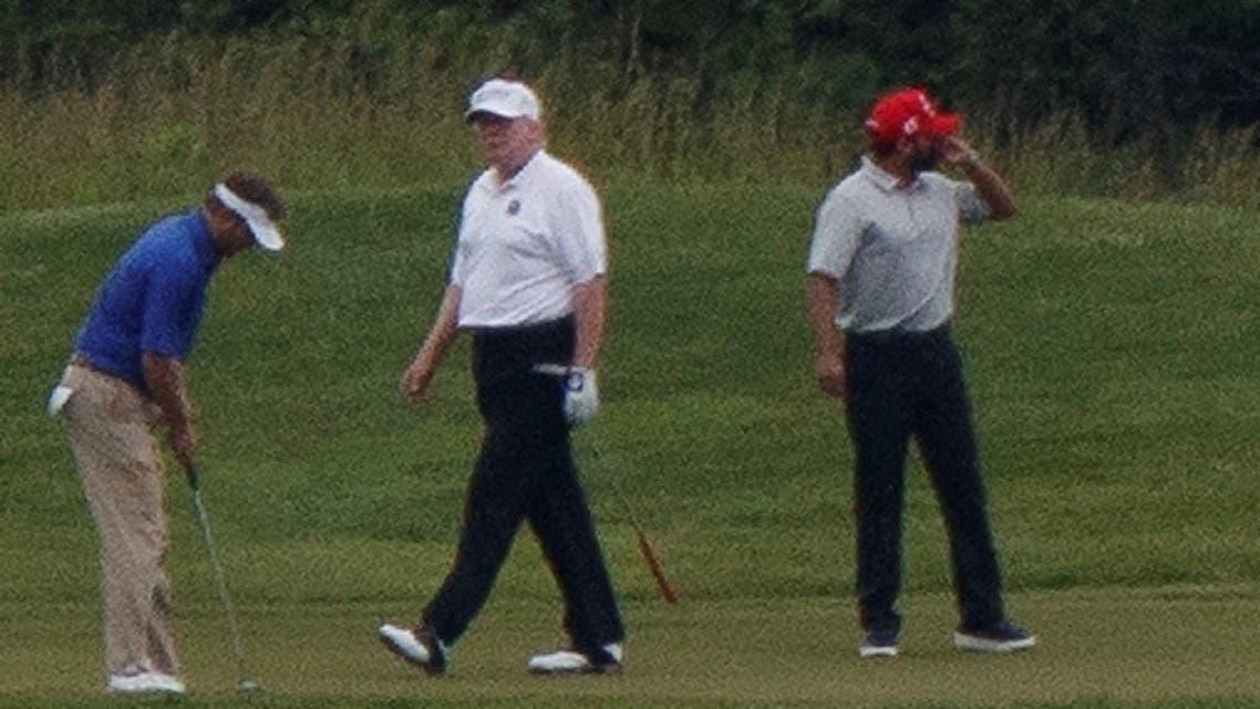 ترمب يلعب الغولف (رويترز)
