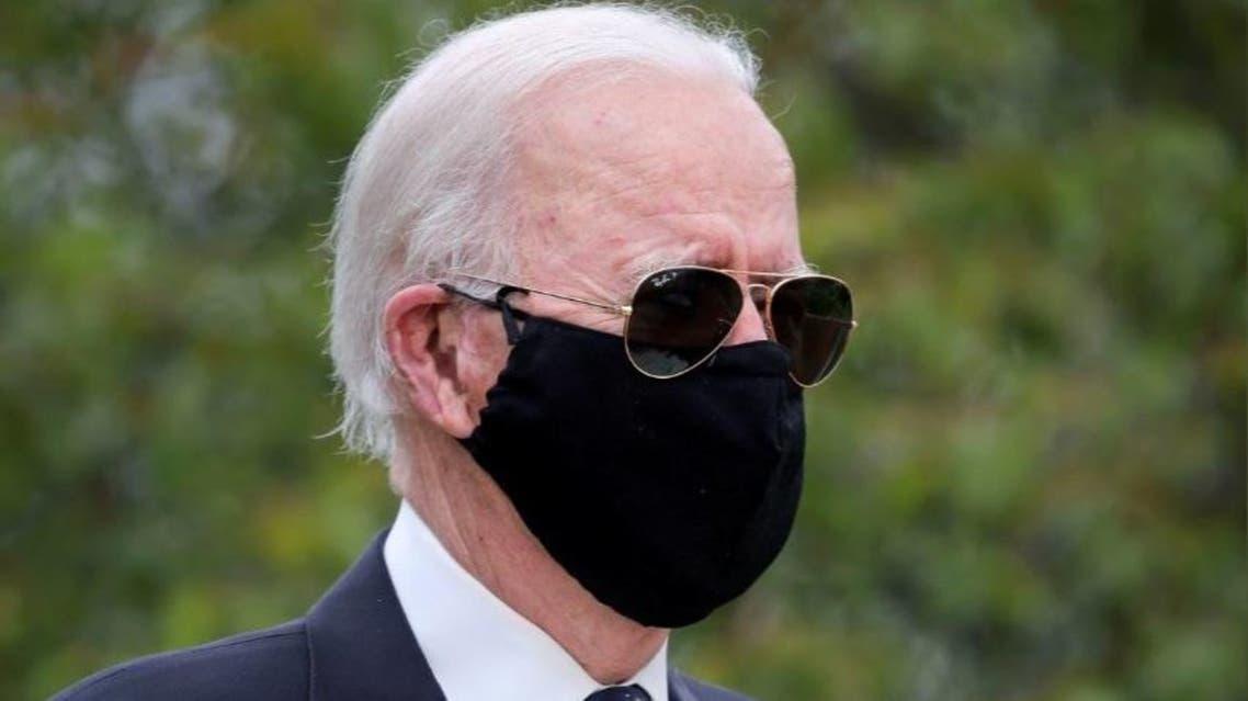 جو بايدن بالقناع الأسود