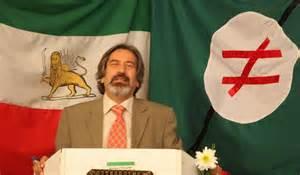 بادکوبهای در کنار پرچم شیر و خورشید و پرچم حزب پان ایرانیست