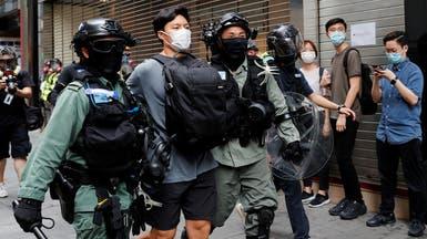 شرطة هونغ كونغ تطلق حبيبات الفلفل لتفريق المحتجين