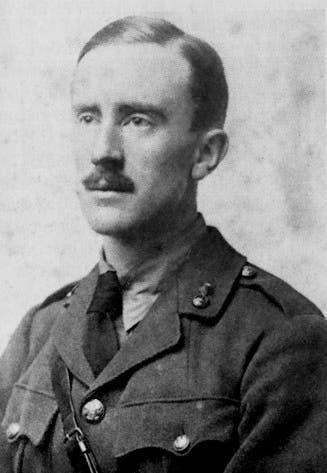 صورة للكاتب جون رونالد تولكين خلال مشاركته بالحرب العالمية الأولى