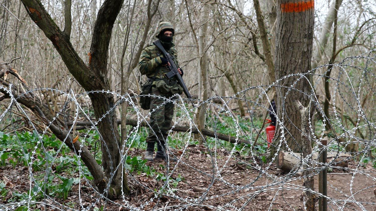 Greece finalizes plan to build wall on border with Turkey to block migrants thumbnail