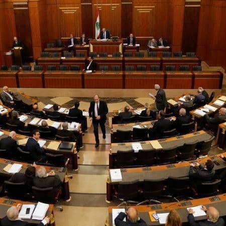 برلمان لبنان يقر قانون رفع السرية المصرفية عن المسؤولين