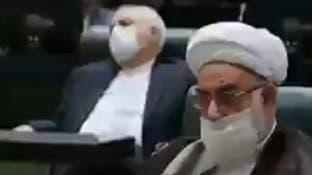 بينما كان روحاني يتحدث أمام البرلمان.. نام ظريف!