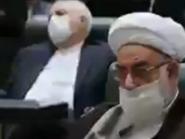 شاهد.. جواد ظريف غاف أثناء كلمة لروحاني أمام البرلمان