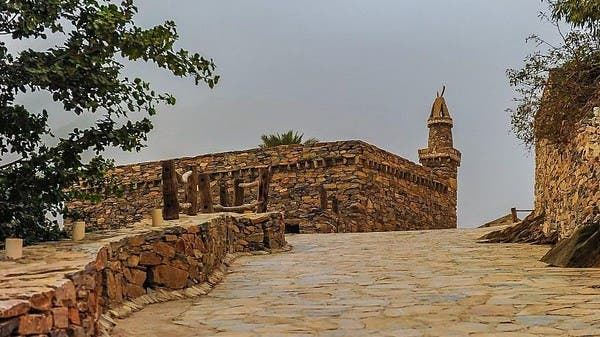 صور تخطف الأنظار.. قرية مبنية من الحجارة في الباحة