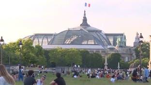 الشرطة تستخدم مكبرات الصوت لتذكير الفرنسيين بالتباعد الاجتماعي
