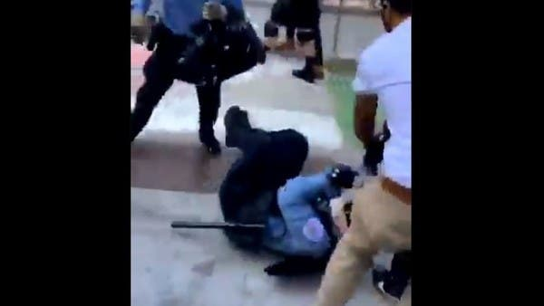 شاهد سحل وضرب رجال الشرطة بشيكاغو.. وتيد كروز: إرهاب محلي
