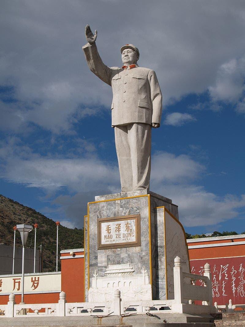 تمثال يجسد شخصية ماو تسي تونغ