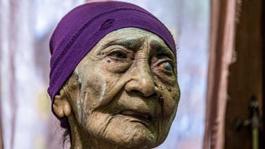 """شفاء إندونيسية في سن الـ100 من كورونا.. و""""الفضل لانضباطها"""""""