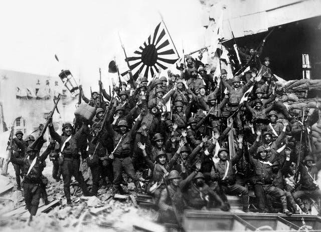 صورة لجنود يابانيين أثناء احتفالهم بالنصر في الصين