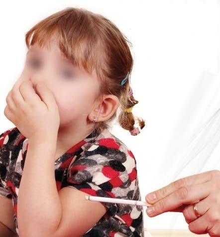 خطر التدخين غير المباشر على الأطفال