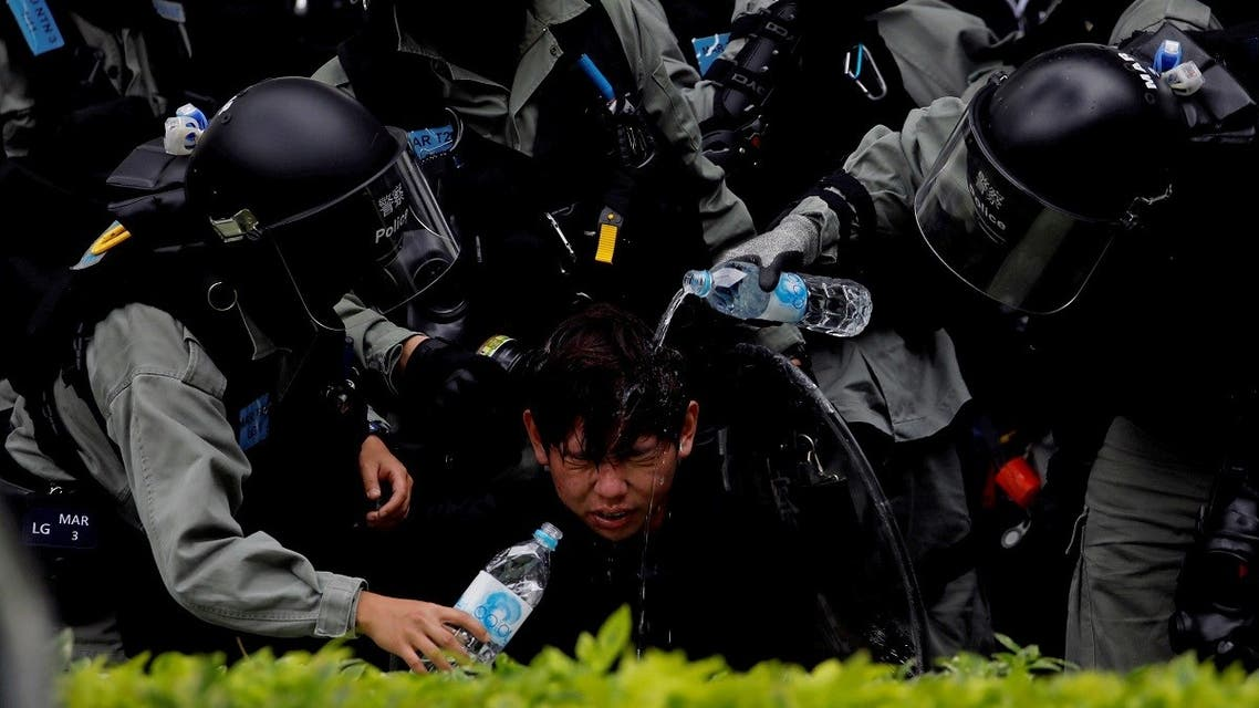 Riot police pour water on the face of anti-government protester after an anti-parallel trading protest at Sheung Shui, a border town in Hong Kong. (File photo: Reuters)