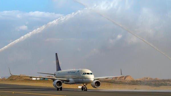 """رقصات """"الخطوة الجنوبية"""" تستقبل أول طائرة قادمة إلى أبها"""