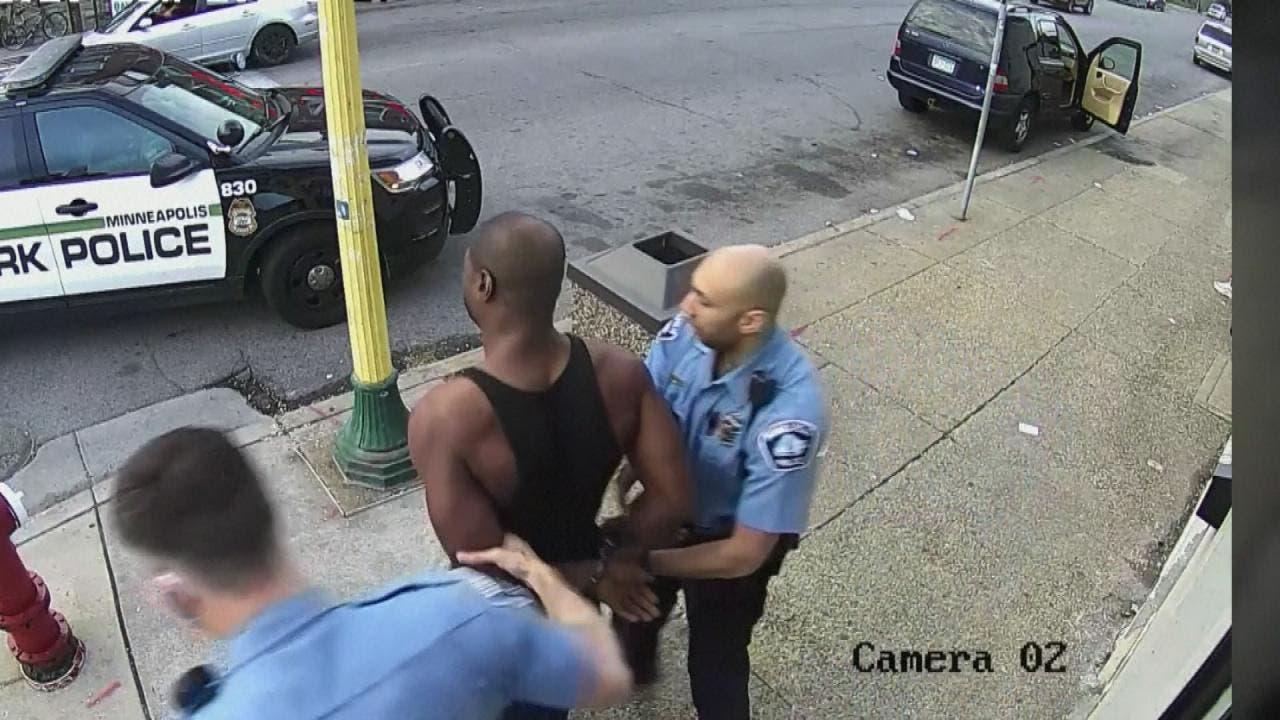 فلويد خلال اعتقاله