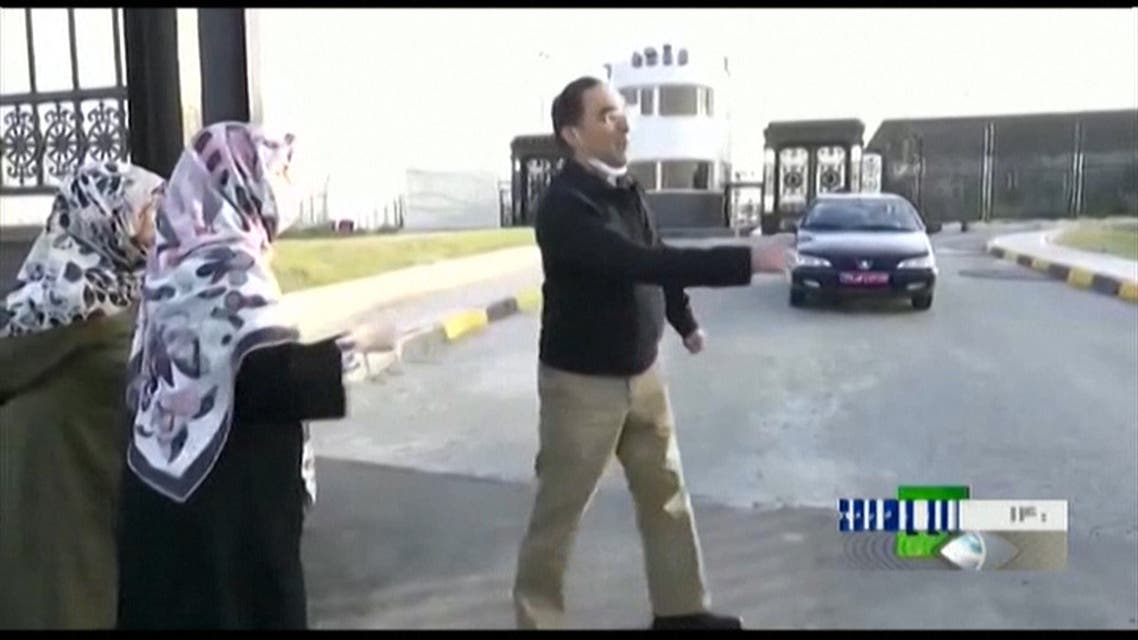 Iranian professor Sirous Asgari walking towards his family after landing in Tehran. (Screengrab: AFP)