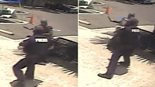 شاهد ملثمة مصرية تنقضّ لقتل شرطي أميركي فيرديها بالرصاص