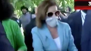 شاهد.. نانسي بيلوسي تشارك في التظاهرات أمام الكونغرس